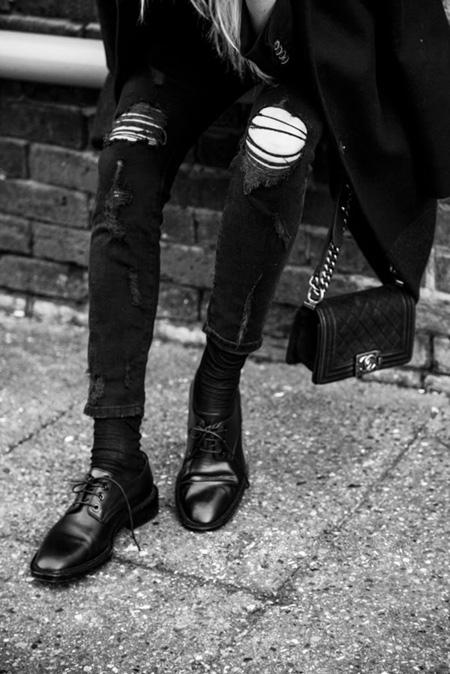 Quần jean nam đen rách bụi - slide 1