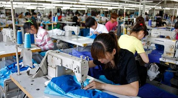 Xưởng chuyên sỉ quần áo tphcm - 1